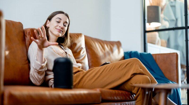 dziewczyna na kanapie